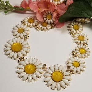 Gorgeous Betsey Johnson Daisy Necklace